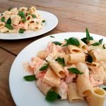 Pasta met asperges en warmgerookte zalm