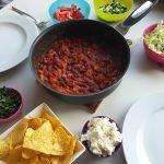 Tortillachips met pittige bonenstoof en feta