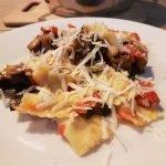Het eindresultaat; verse ravioli met geroosterde groenten uit de oven en Parmezaanse kaas