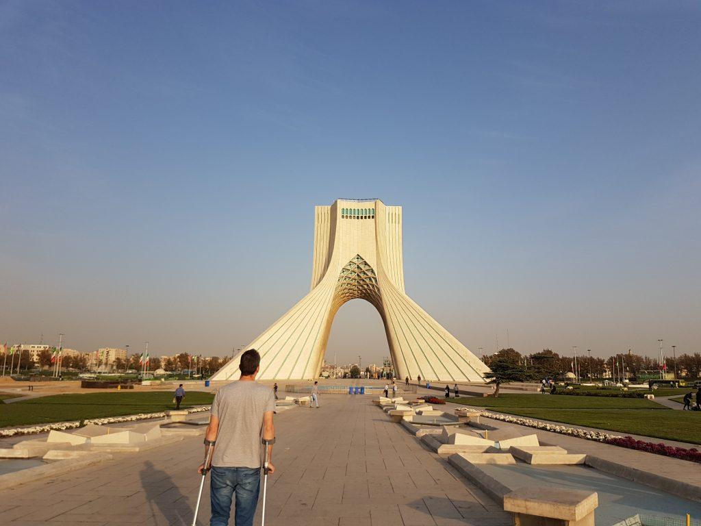 bij Azadi toren in Teheran