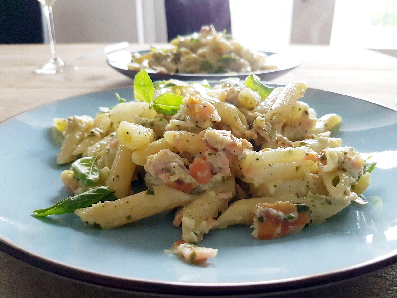 pasta met asperges, basilicumroom en gerookte vis