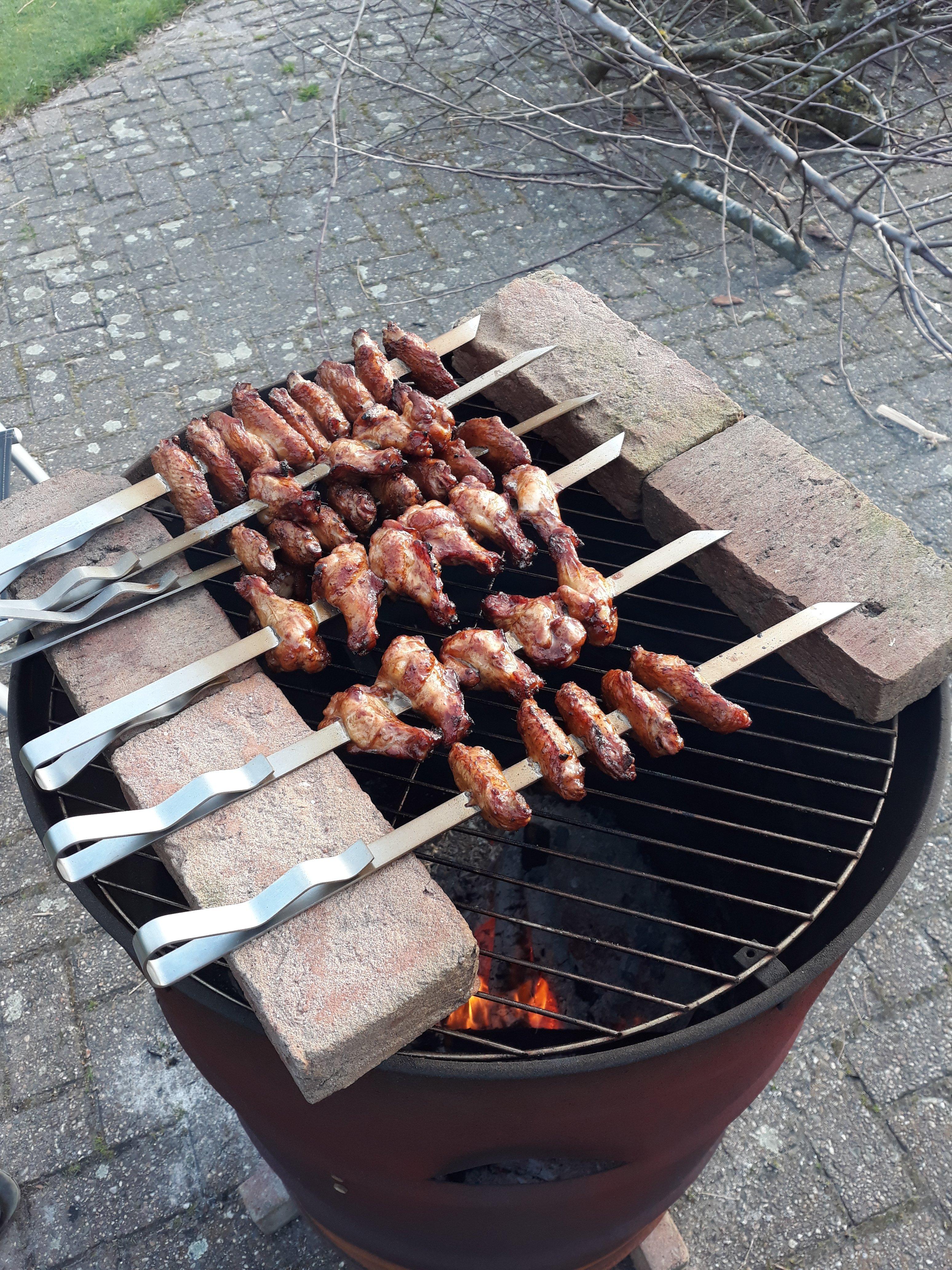 Kippenvleugeltjes roosteren op BBQ