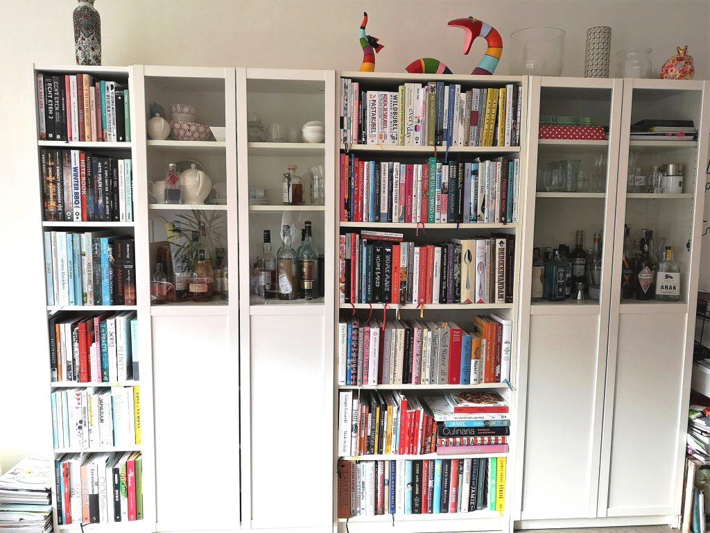 Boekenkast met kookboeken van Susan Aretz