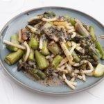 Gebakken asperges met Japanse dressing en udon noodles
