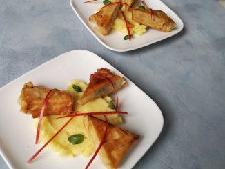 Hete bliksem met Indiase kaaskrokantjes op bord