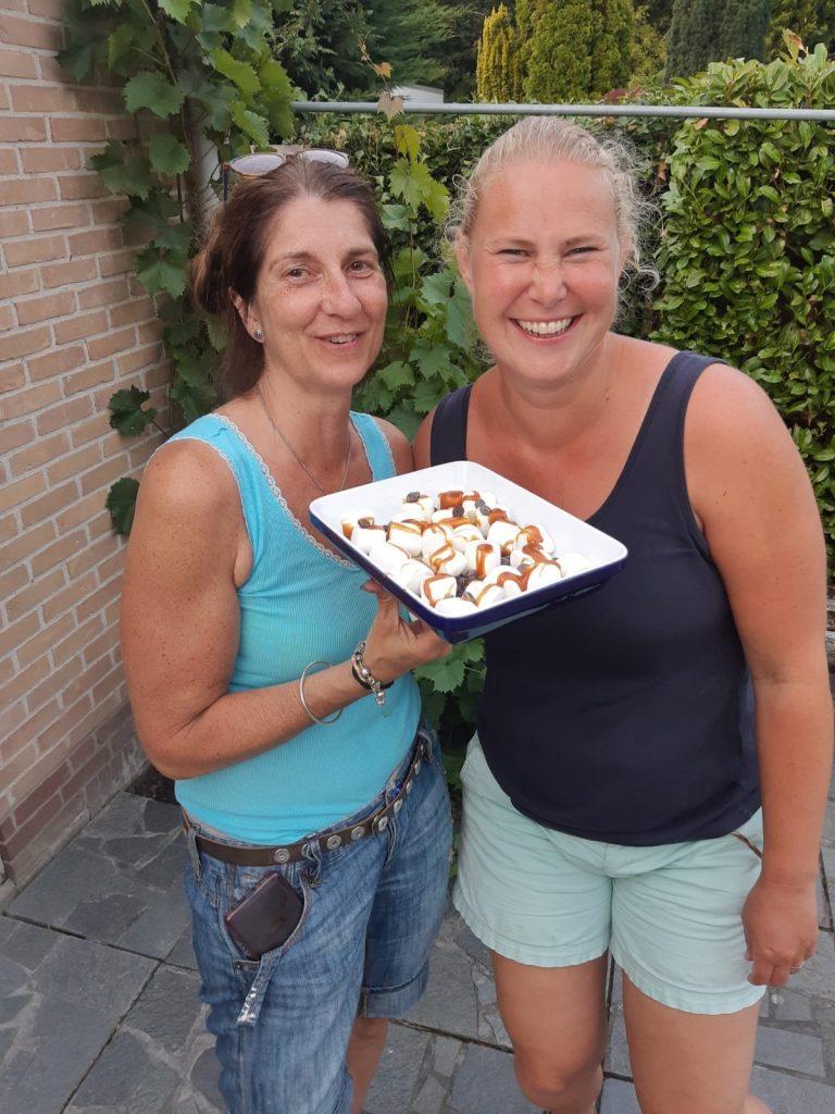 BBQ dessert met marshmallows, chocolade, bourbon en gezouten karamelsaus