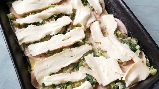 Lasagne met snijbiet, mortadella en taleggio in ovenschaal