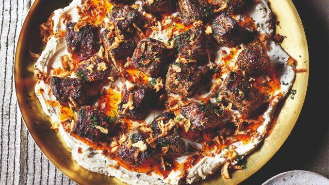 Foto van gemarineerde biefstuk met labneh uit Simply